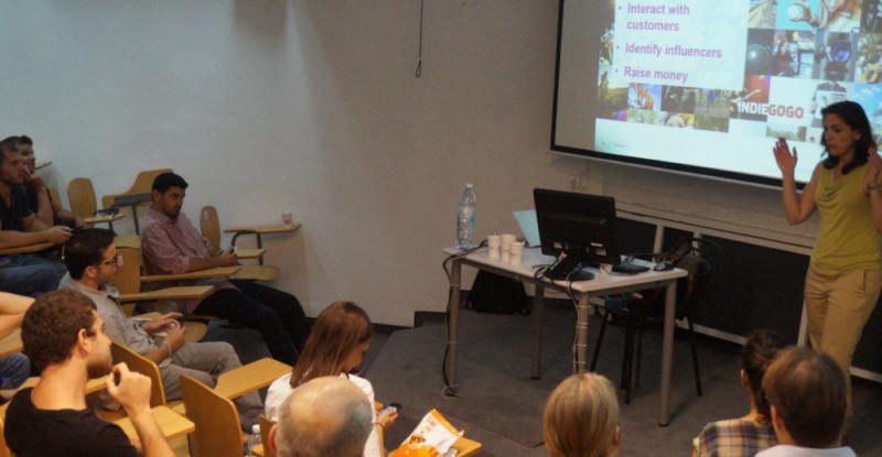 צילום ACT Shenkar_הרצאה של ליז ואלד - מנהלת בינלאומית של אתר מימון ההמונים אינדיגוגו